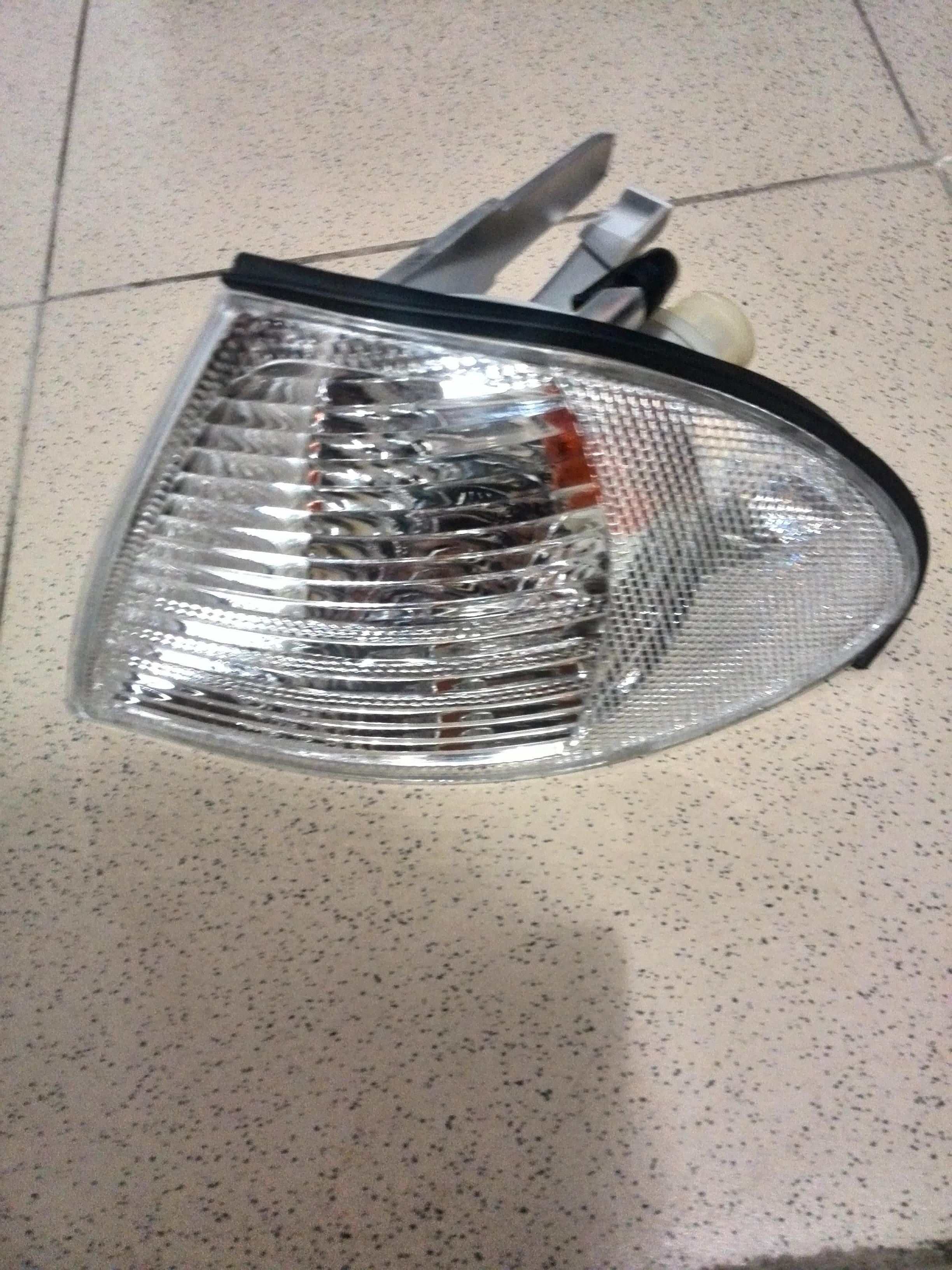 Указатель поворота лев (белый) BMW: E46 98-